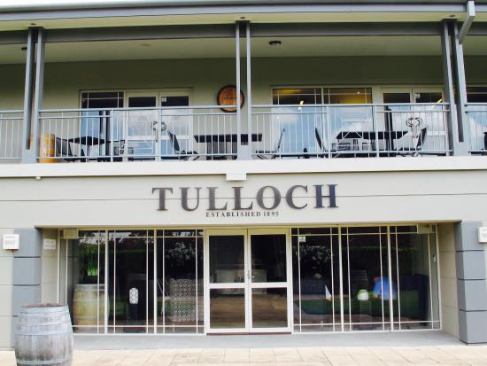 Tulloch Wines: side entrance leading to garden view