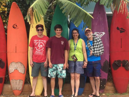 Aloha Surf Hostel: in front of hostel
