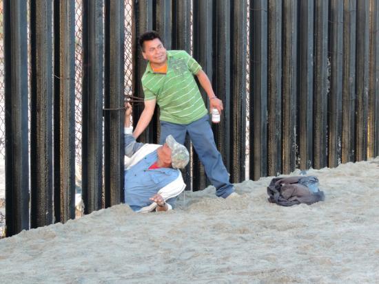 Playas de Tijuana: People coming through