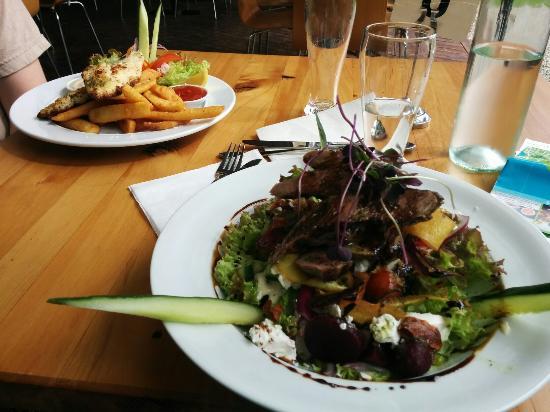 Moutere Hills Vineyard & Cafe: IMG_20160325_183431_large.jpg