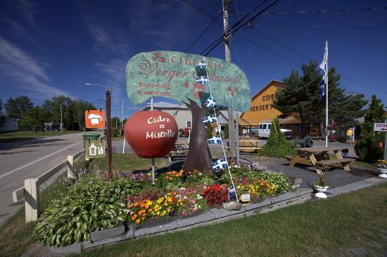L'Isle-aux-Coudres, Kanada: En vente à la Cidrerie et Vergers Pedneault