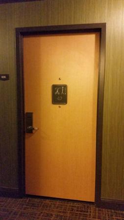 ACME Hotel Company: Creative Chalkboard For Art On Your Door.