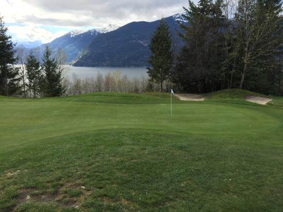 Furry Creek, Canadá: An amazing golf course where the view from every corse is spectacular.