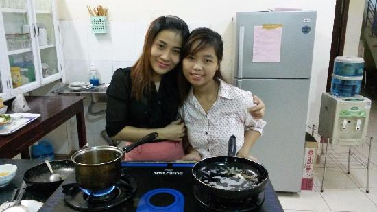 Valentine Hotel: 2 pretty and cheerful receptionists Huong and Ly preparing my breakfast.