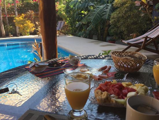Samara Palm Lodge: Morgenessen in der Palm Lodge