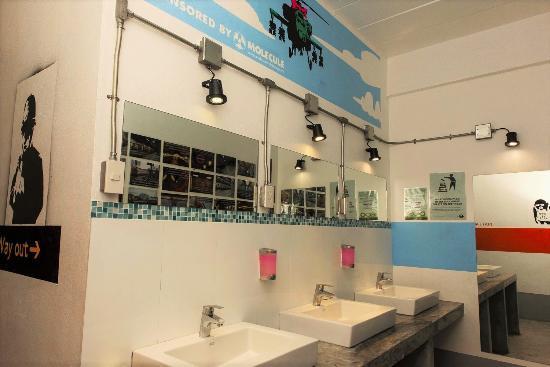Koh Tao Central Hostel: Sinks