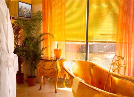 Riverside Hotel : Kaiserwanne in Suite A