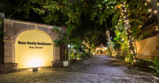 Hanu Reddy Residences Poes Garden : Entrance