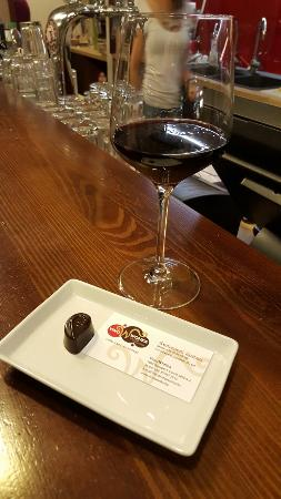 ‪Vinowonka Wine & Chocolate‬