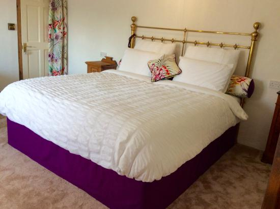 Bostrase Bed & Breakfast with Boo & Matt: 6ft superking bed