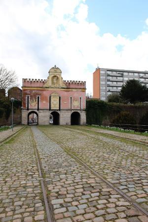 Porte de Roubaix : The gate with the tram lines