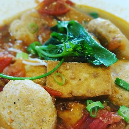 Mise en Saine: Bun rieu, soupe vietnamienne au palets de crabe, tomate et tofu