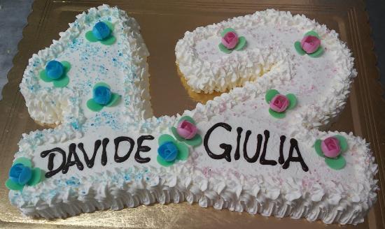 Torta Di Compleanno A Forma Di Numero Foto Di Pasticceria La