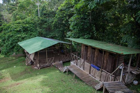 Aiko Logi C& Right showers and toilets. Left Tent platform & Right: showers and toilets. Left: Tent platform - Picture of Aiko ...