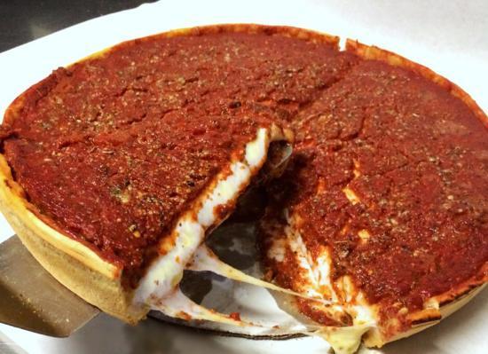 Shorewood, إلينوي: Chicago Style Pizza