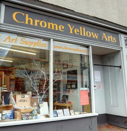 ‪Chrome Yellow Arts‬