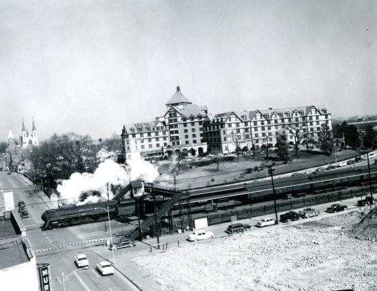 The Hotel Roanoke & Conference Center, Curio Collection by Hilton: Hotel Roanoke From Old Liberty Trust Building