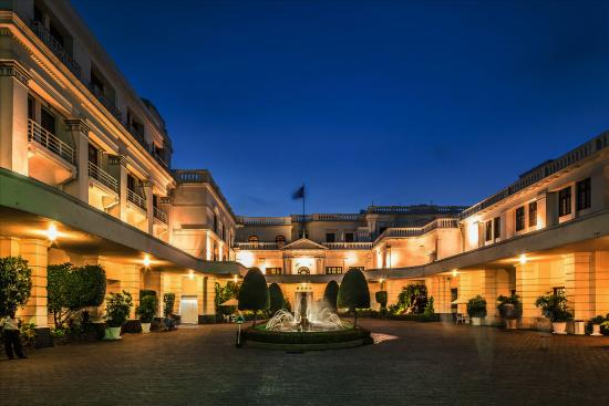 Mount Lavinia Hotel: The Courtyard