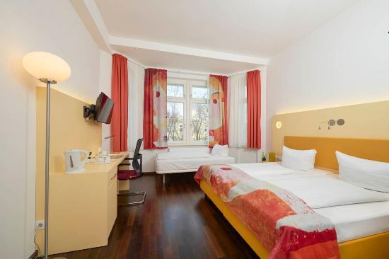 Exe Hotel Klee Berlin: Habitación triple