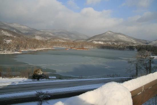 Caryville, TN: Iced Over Lake