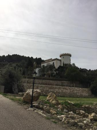 Bodega Castell Miquel: Beautiful setting, quiet out of season