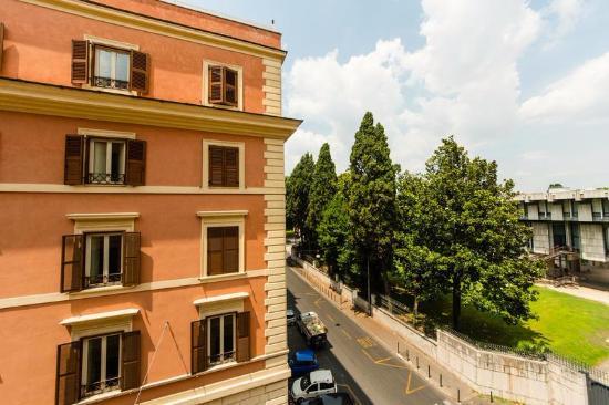 Hotel Lella: вид на парк