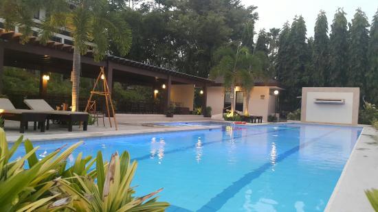 Hotel Tropika Davao: 20160327_175328_large.jpg