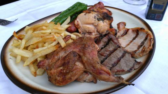 Benabarre, Hiszpania: Can Pere. Parrillada de carne