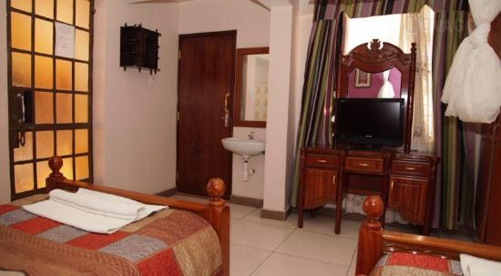 Lazinos guest house hotel reviews price comparison for Guest house cost