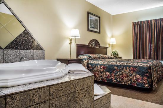 Econo Lodge And Suites North Syracuse 70 ̶1̶0̶0̶