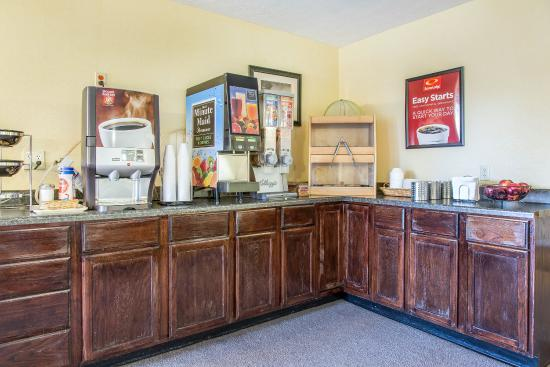 Gold Star Inn & Suites: Breakfast area