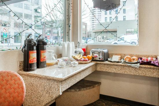 Econo Lodge Vancouver: Breakfast