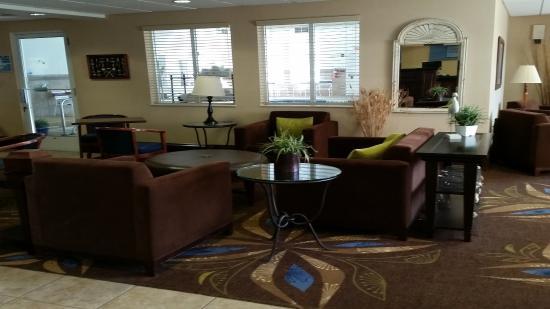 New Buffalo, MI: Hotel Lobby