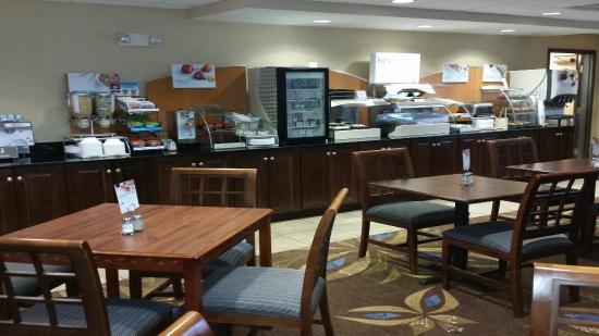 New Buffalo, MI: Breakfast Area