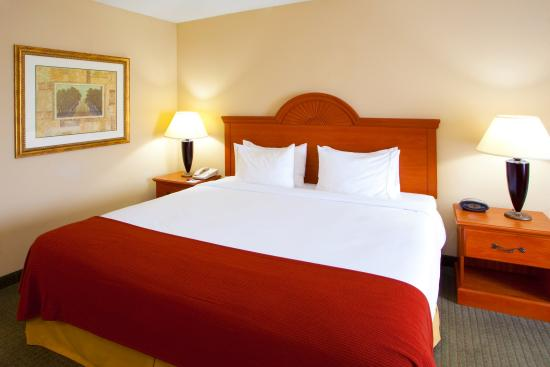 Mineral Wells, WV: Sleep in one of our King size rooms
