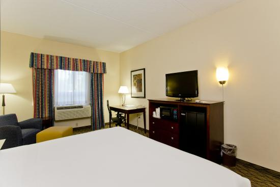 Stephens City, VA: King Bed Guest Room with Desk