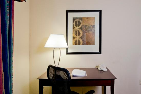 Holiday Inn Express Winchester South: King Guest Room with Desk