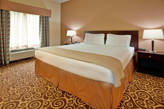 Grandview, MO: King Bed Guest Room