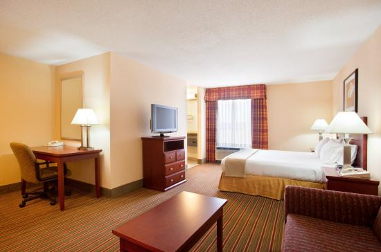 Bourbonnais, IL: King Suite