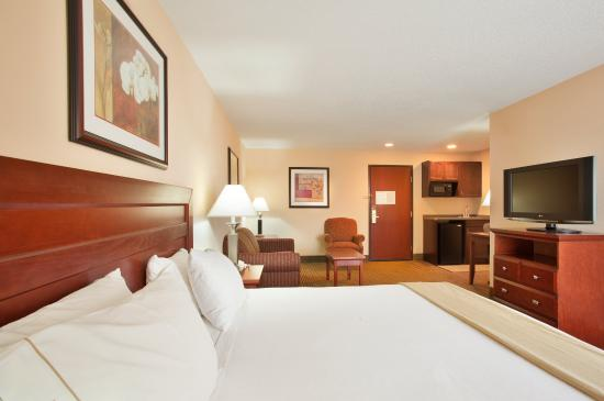 Bourbonnais, IL: Stay in a king suite while at Peddinghaus Corp.
