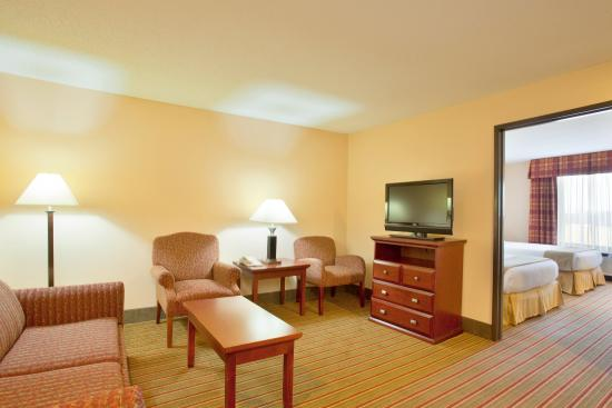 Bourbonnais, IL: Enjoy our Family Suite while at Hidden Cove Sportsplex