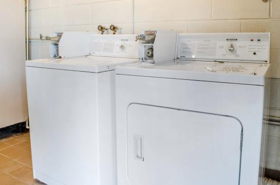 Burnham, PA: Laundry room