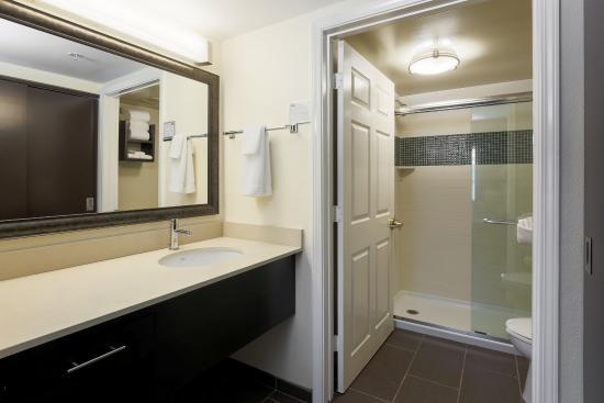 Staybridge Suites Philadelphia - Mt Laurel: Standard Bathroom