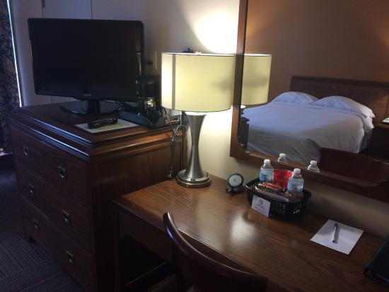 Greenwood Inn & Suites: Guest Room