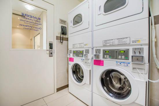 Quality Inn & Suites: Laundry