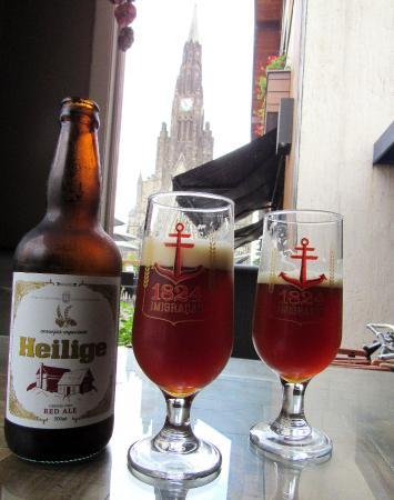 Cerveja que degustamos e a nossa vista da Catedral.