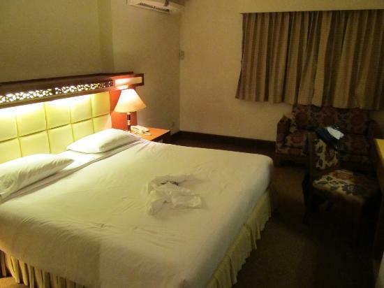 Bangkok Sahara Hotel Photo