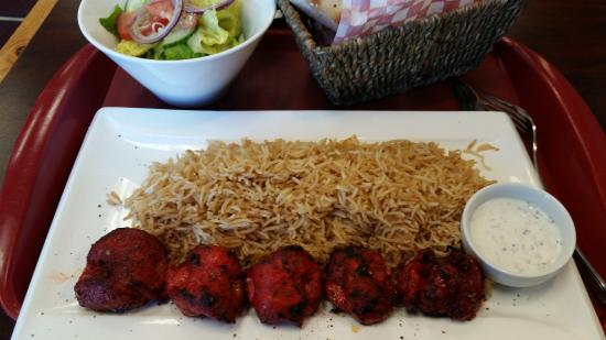 Maimana Naan & Kabab Restaurant: Chicken Tikka and rice with dipping sauce
