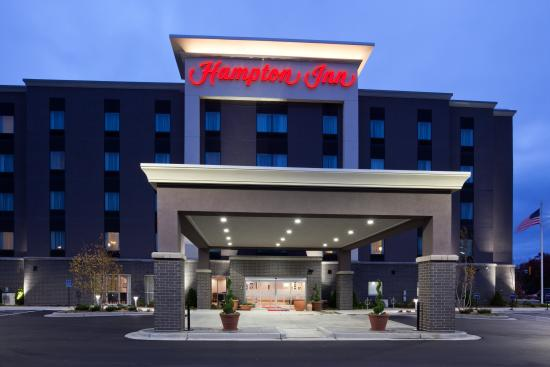 Hampton Inn Minneapolis Bloomington West Hotel Exterior In The Evening