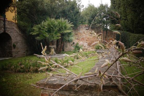 Locanda di Villa Torraccia: Un angolo del giardino